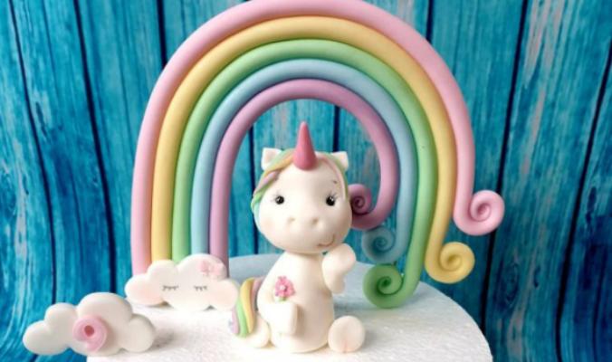Tortendeko Set Regenbogen mit Einhorn und Wölkchen Fondant Figur