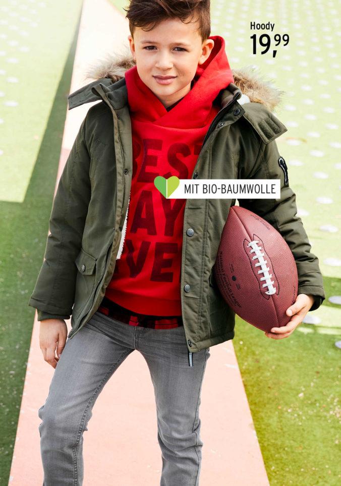 Junge mit einem Football