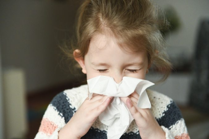 Mädchen erkältet