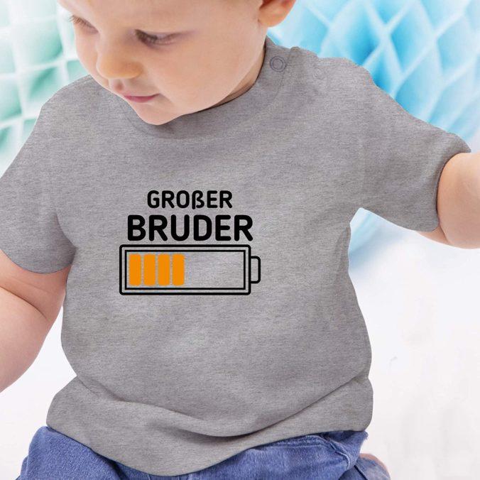 Kind mit großem Bruder Shirt