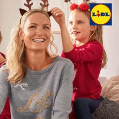 Mutter und Tochter in Weihnachtsmode