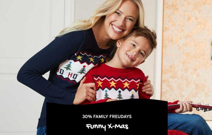 Mutter und Sohn in Weihnachtsmode