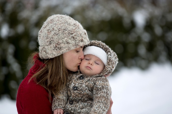 Baby Spaziergang im Winter