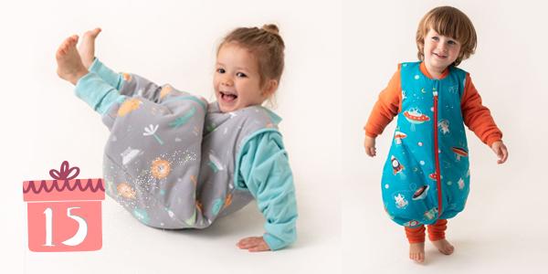 Kinder in Schlafsäcken mit Füßen