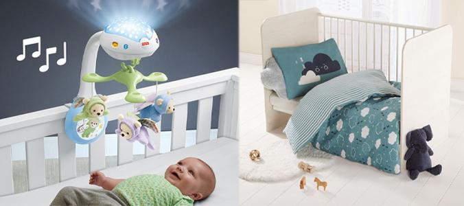 Zwei Bilder: Baby im Babybett mit Mobile und Licht und ein Babybett mit blauer gemusterter Bettwäsche