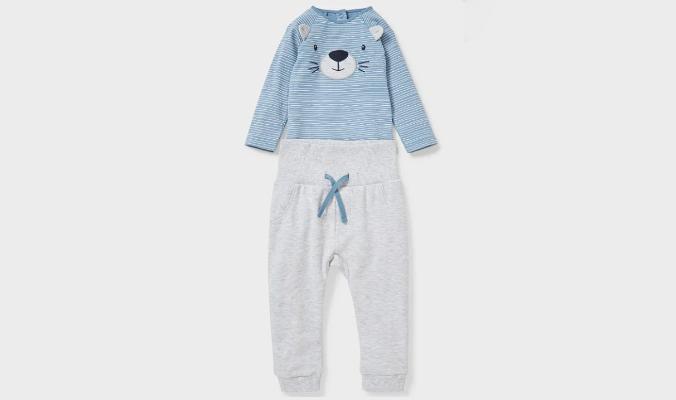Niedlicher Lieblings-Look: das Baby-Outfit mit gestreiftem Body und Tier-Applikation plus passender Jogginghose