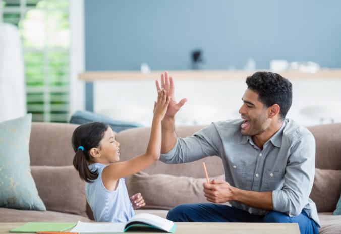 Vater und Tochter High Five