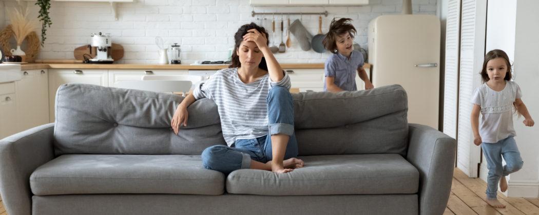Banner: 8 Gründe, warum es normal ist, als Mama oft gereizt zu sein