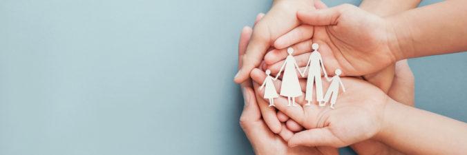 Kinderhände in Elternhände